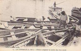 Loire Atlantique        861        La Turballe.Pêcheurs Comptant La Sardine Dans Leurs Canots - La Turballe