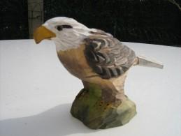 Aigle  Sculpté En Bois Peint  - Hauteur 8 Cm  Longueur 13 Cm   - Travail Artisanal - Bois