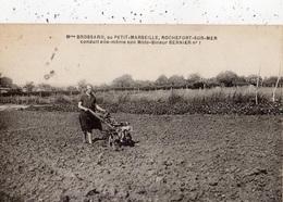 MME BROSSARD AU PETIT-MARSEILLE ROCHEFORT-SUR-MER CONDUIT ELLE-MEME SON MOTO-BINEUR BERNIER NUMERO 1 - Rochefort
