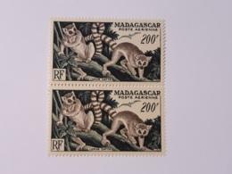 MADAGASCAR POSTE AERIENNE 200F N° 77 NEUF** EN PAIRE - Madagascar (1960-...)