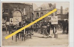 DUCEY - Photo Originale D'une Présentation De Matériel Agricole Sur La Place Derrière L'Hôtel De Ville ( 11,5 X 17,5 ). - Lieux