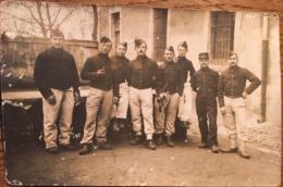 Carte Photo, Groupe De Soldats, Sur Le Képi 9 ème Régiment De ?, Un Soldat Avec Un Clairon, écrit Au Verso - Regimientos