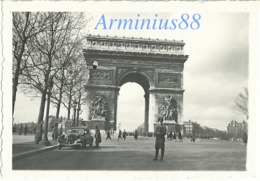 Paris Sous L'occupation - 1941 - Avenue Des Champs-Élysées - Arc De Triomphe - Citroën Traction Avant - Wehrmacht - Guerra, Militares