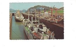 PANAMA   BARCOS EN LAS ESCLUSAS DE MIRAFLORES  EL CANAL DE PANAMA  BATEAU   *****  A   SAISIR  ***** - Panama