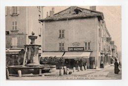 - CPA BOURGOIN (38) - La Fontaine Et La Rue Nationale 1905 (CAFÉ MARTINET) - Edition Martel 627 - - Bourgoin