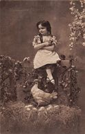 Heureuses Pâques - Oeufs -  Poule - Petite Fille - Fleurs - Easter