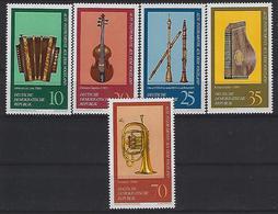 Germany (DDR) 1977  Musikinstrumente Aus Dem Vogtland  (**)  MNH  Mi. 2224-2228 - Unused Stamps