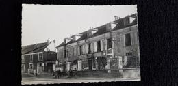 Cp 78 Yvelines LES LOGES En JOSAS La Mairie ( Batiment Habitation Enfant Jeu élève Affiches Panneau Grande Rue   ) - Francia