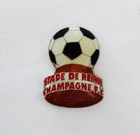 Pin's Football Stade De Reims Champagne En Forme De Bouchon  - R47 - Calcio