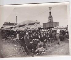 Photographie Valencienne Foire De 1933 Stand Porter 39 Hommes Buvant Une Porter 39 Brune ( Ref 200110) - Lugares