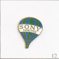 Pin's Transport - Montgolfière / Sony Cassette - Rayures Vertes & Bleues Foncées. Estampillé Sony 1988. Zamac. T686-12 - Montgolfier