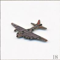 Pin's Armée - Aviation / Avion Bombardier Boeing B-17 Fortress. Non Estampillé. EGF. T687-18 - Luftfahrt