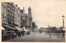 Cambrai - Place Et Hôtel De Ville - Cambrai
