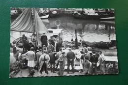 L 4 ) PORT EN BESSIN     LA CRIEE AUX POISSONS - Port-en-Bessin-Huppain