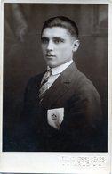 HOMBRE JOVEN. ELEGANT MAN. YOUNG MAN.  - NTVG. - Fotografía