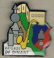 Pin's Gendarmerie - Bde De Dinant (Belgique) - Militaria