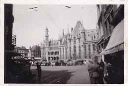 PHOTO ORIGINALE 39 / 45 WW2 WEHRMACHT BELGIQUE BRUXELLES SOLDATS ALLEMANDS SUR LA GRANDE PLACE - Guerre, Militaire