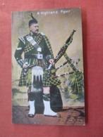 Highland Piper    Ref 3820 - Regno Unito