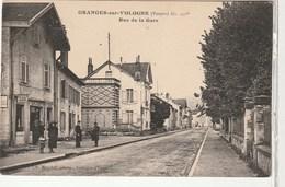 Vosges / Granges Sur Vologne, Rue De La Gare , Café De L'Est / Tabac , Animée - Granges Sur Vologne