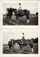 2 Photos Originales Equitation - 2 Cavalières Sur Même Monture à L'Arrêt Vers 1940 - Personnes Anonymes