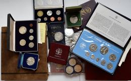 Alle Welt: Kleine Sammlung An Gedenkmünzen Und KMS Aus Aller Welt. Überwiegend Silbermünzen, Dabei O - Ohne Zuordnung