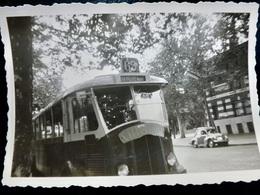 PHOTO ORIGINALE _ VINTAGE SNAPSHOT : BUS Ligne 65 Mairie D'AUBERVILLIERS & RENAULT 4 CV _ AUTOMOBILE _ SCENE De VIE - Coches