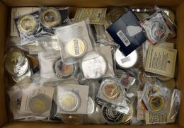 Medaillen: Eine Schachtel Voll Mit Medaillen überwiegend Aus ABO-Ware Von Göde. Sehr Hoher Einstands - Entriegelungschips Und Medaillen