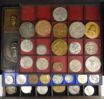 Medaillen Alle Welt: Konvolut Von Insgesamt 130 Ausländischen Und Deutschen Medaillen Und Plaketten; - Entriegelungschips Und Medaillen