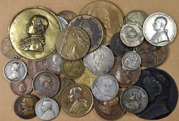 Medaillen Alle Welt: Kirchenstaat/Vatikan: Konvolut Von 32 Papst-Medaille Des 19./20. Jhd.; In Silbe - Entriegelungschips Und Medaillen