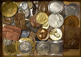Medaillen Alle Welt: Circa 80 Medaillen/Jetons Aus Aller Welt Aus Silber Und Bronze. Erhaltungen - V - Entriegelungschips Und Medaillen