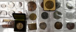 Medaillen Alle Welt: Kovolut Von Insgesamt 23 Europäischen Medaillen Und Plaketten Des 19./20. Jhd. - Entriegelungschips Und Medaillen