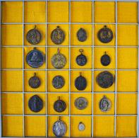 Medaillen - Religion: Kleines Konvolut Von 18 Europäischen Wallfahrtsmedaillen In Silber, Bronze Und - Entriegelungschips Und Medaillen