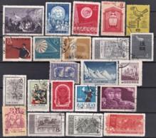 CHINA- LOT  32 TIMBRES VARIÉS OBLITÉRÉS PROPRES- SANS CHARNIERES NI TRACES-  2 SCANS - 1912-1949 Repubblica