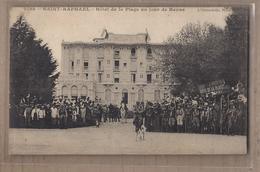 CPA 83 - SAINT-RAPHAEL - Hôtel De La Plage Un Jour De Revue - TB PLAN TB ANIMATION + SCOUTS SCOUTISME Enfants - Saint-Raphaël