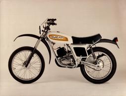 Ducati +-24cm X 17cm  Moto MOTOCROSS MOTORCYCLE Douglas J Jackson Archive Of Motorcycles - Foto's