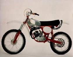 MotoFIM  +-24cm X 17cm  Moto MOTOCROSS MOTORCYCLE Douglas J Jackson Archive Of Motorcycles - Foto's