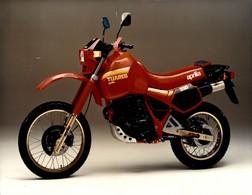 ApriliaTuareg +-24cm X 17cm  Moto MOTOCROSS MOTORCYCLE Douglas J Jackson Archive Of Motorcycles - Foto's