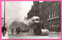 Dordrecht - Bagijnhof Omstreeks 1930 - Middenstandsbank - Rouleau Compresseur - Travaux - Animée - Foto J. VAN DE WEG - Dordrecht
