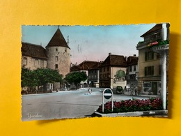60265 - Yverdon Fresque Murale (char De Foin Et Chat Botté)  Au Chat Botté BALLY  Quincaillerie Mottaz Cyclistes Voiture - VD Vaud