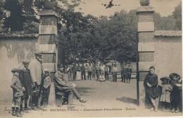 01177 - CPA BOURGES. TIVOLI. Casernekent D'Auxiliaires - Entrée. - Bourges