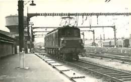 060120 TRANSPORT TRAIN CHEMIN DE FER - PHOTO BREHERET Circa 1950 - 75 Gare D'Austerlitz La 2D2 5301 SNCF - Stations, Underground