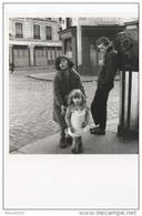 """Photo - Robert Doisneau - 1986 -"""" Les Enfants De La Place Hébert -Paris 1957""""- Café , Coiffeur , Police - - Fotos"""