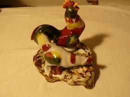 Céramique Coq Et Poule Haut 18 Cm, Long 18 Cm, Larg 15 Cm. Marque Inconnu. - Ceramics & Pottery