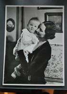 Photo - 22,5 X 17,5 Cm - Famille Royale : Astrid Et Enfant - Photographe ? Originale? - Célébrités