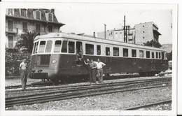 Photo - Train - En Gare De Nice - Chemin De Fer - Automotrice - Trains
