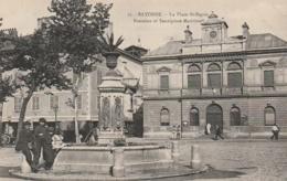 ***  64  ***   BAYONNE  La Place Saint Esprit Fontaine Et Inspection Maritime Neuve Excellent état - Bayonne
