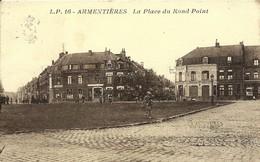 CPA 59 ARMENTIERES Place Du Rond-Point  Animée , Café Au Chateau D'eau , Droguerie , Nord - Armentieres
