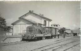 060120A TRANSPORT TRAIN CHEMIN DE FER - PHOTO BREHERET Circa 1950 - 40 MIMIZAN La Gare - Mimizan