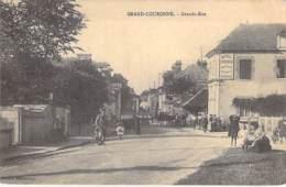 76 - GRAND COURONNE : Grande Rue ( Hotel Saint Pierre En 1er Plan ) - CPA ( 9.600 Habitants) - Seine Maritime - Altri Comuni