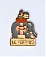 Pin's Ville Le Perthus éléphant - R016 - Ciudades
